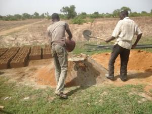 Stenen voor uitbreiding put maken